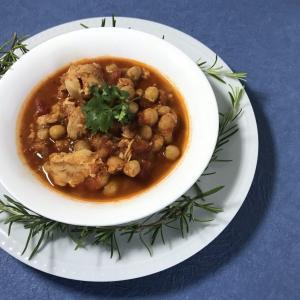 いつもの料理にスパイスを入れるだけ メキシコ風チキンのトマト煮込み