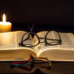 【雑学】「暗い所で本を読む」ことは視力低下には直接的に繋がらない?! <HBByamatatsu's BLOG>