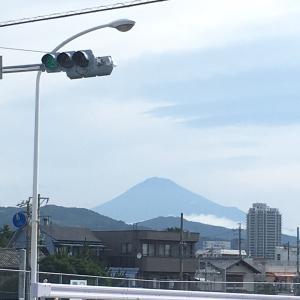 今朝の富士山と、おっさんの日曜日の朝飯