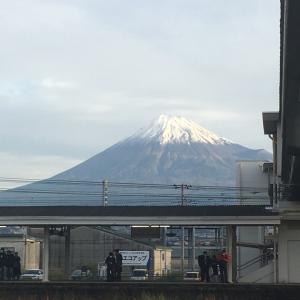 今朝の富士山  吉原駅から