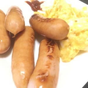 おっさんの日曜日の独り朝飯 ウインナーとスクランブルエッグ