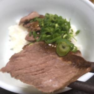 おっさんの独り晩飯  牛肉のタタキ丼!