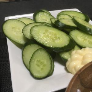 おっさんの独り晩飯 青海苔の味噌汁とキュウリ