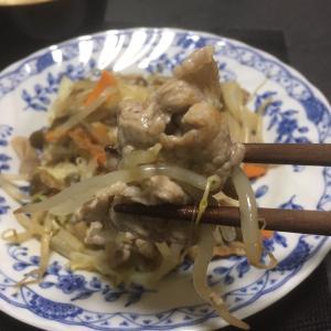 おっさんの独り晩飯 肉野菜炒めと今月の驚異のガス代
