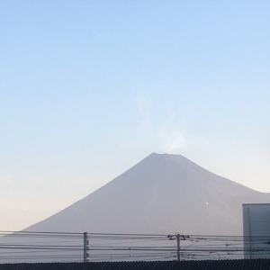 今朝の富士山 吉原駅と清水駅