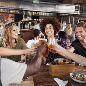 若い人は短期間でアルコール依存症になってしまいます!!
