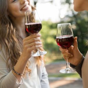 女性のアルコール依存症、飲酒の問題について