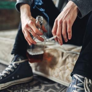 お酒、アルコールでは起こるけど、たばこでは起こらない問題とは? 前編