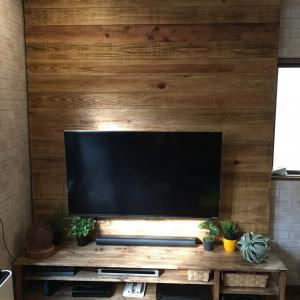 カフェ風DIY テレビ壁掛けにする板壁作り
