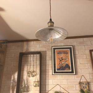 カフェ風キッチンにペンダントランプを追加