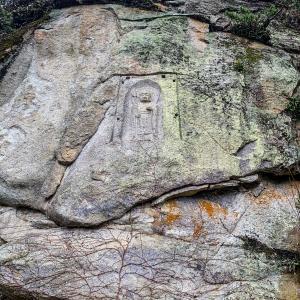 大きな岩に仏様が666年前に掘られている👀‼️