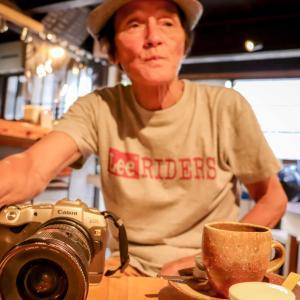 龍野城下町で、着物美人を撮影する写真家髙見修さん
