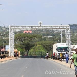 越えてはいけない危険な国境?の「モヤレ国境」を越えて、深夜の「ナイロビ」へ