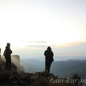 天空の王国レソト!絶景・サニパスの崖の上から見る朝日