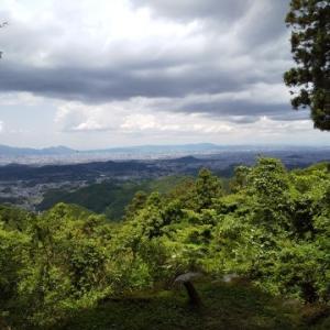 犬と一緒に行く奈良県高市郡高取町にある高取城跡への旅(その1)猿石まで