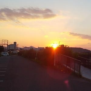 季節の風景 夏の夕暮れに染まる奈良県橿原市耳成山周辺の風景