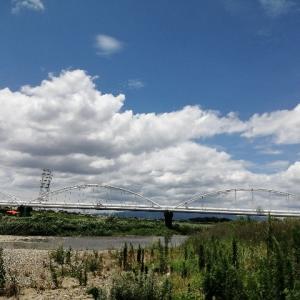 夏の河原にて