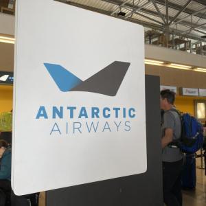 【南極クルーズ編②】ペンギンモチーフの南極航空のフライトで一気に南極へ上陸!