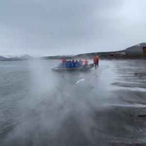 【南極クルーズ編④】南極で温泉?初の上陸地は南極のデセプションアイランドで世界最南端の温泉地!