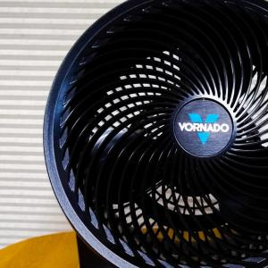 部屋干しの洗濯物をサーキュレーターで早く乾かすポイントとは?風の当て方とエアコン除湿の併用。