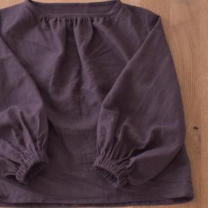 ココア色のリネンふんわり袖ブラウス