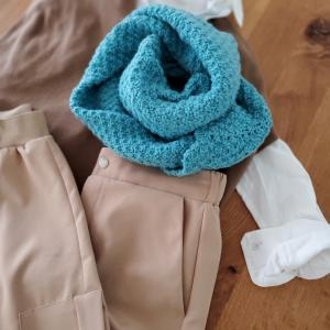 編むのに5年かかったシルク毛糸のターコイズスヌード