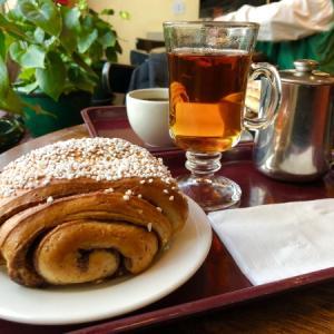 顔より大きなシナモンロールを頬張れるヘルシンキのカフェ 【Café Esplanad 】