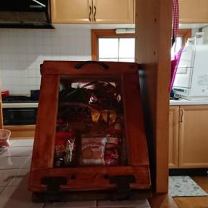 カウンター上収納箱とカッコつけてもお菓子ケースなんですけどね、作って見ましたぞ!