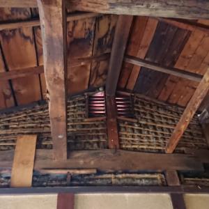天井破壊で埃まみれ~空き家リノベーション#10【母屋前】