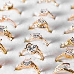 普段使いできる!ソリティアのおすすめ婚約指輪デザイン