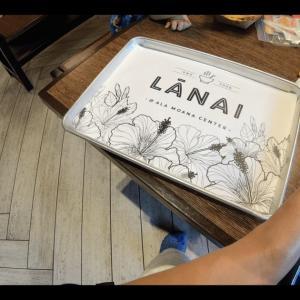 アラモアナセンターのフードコート「ラナイ」でランチタイム!【ハンバーガーや日本食GET】