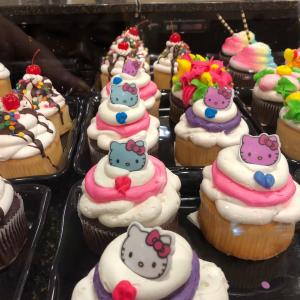 ハワイのセーフウェイで売られている超カラフルなケーキたち【自作キットも?!】