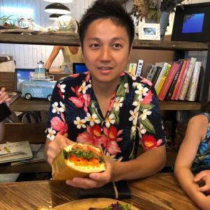 ハワイのサニーデイズで子ども4人を連れて朝食へ!【2度目の正直】