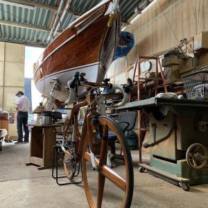 ● 船大工が造船技術を応用して製造する木造自転車、 高級木材マホガニー製の実践ロードバイクとは?