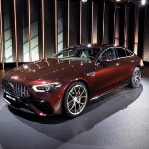 ● メルセデスの高性能4ドアスポーツ「AMG GT 4ドアクーペ」の内外装や足回りが進化
