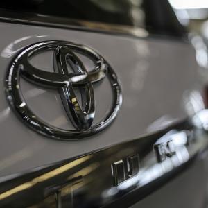 ● トヨタ生産計画見直し、10月も国内14工場27ラインで延べ135日稼働停止へ