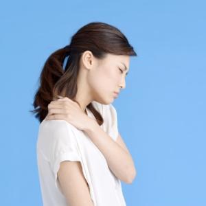 頑固な肩こりは内外に気功整体します