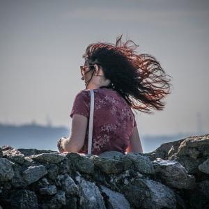 向かい風は嫌い?楽しく向かい風の中を走るには。