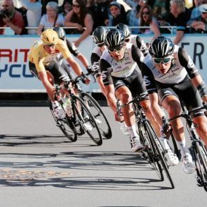フロントディレイラーは2段に見えて4段変速だった。トリムを使ってレースで勝つ!