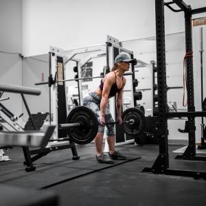 【デッドリフト】腰を痛めた原因は?筋トレ初心者のための腰痛解決策