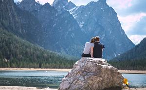 【心理学を使った恋愛テク】ドキドキを恋だと錯覚する「吊り橋効果」の真実と使い方