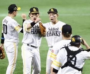 「手も足も出ない?」いやっ「手も足も出さない」そんな野球で勝てるかいっ。こりゃ4タテあるよー