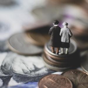 公務員の年金はいくらもらえる?平均受給額と種類!退職金はいくらもらえるか