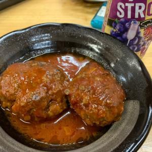 トマトジュース缶で!簡単激ウマ煮込みハンバーグ