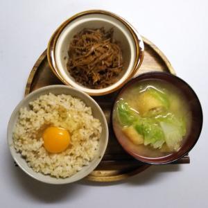 生姜のキンピラだけでは物足りないので卵かけごはんと合わせた一汁一菜の朝ごはん