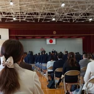 入学式です、さぁ、明日からお休みです。