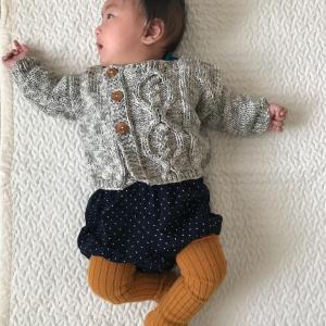 michiyoさん『ベビーと小さな子どものための手編み』からアランカーディガン 着画