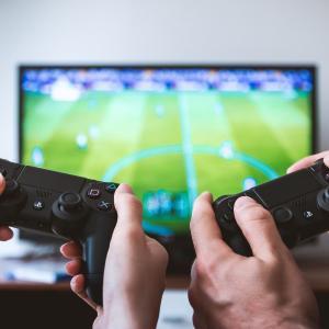 """ゲームは""""暇つぶし""""ではなく""""非日常を体験できて考えさせてくれるもの""""である。"""