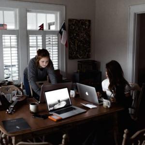 【出版関係の仕事の忙しさは異常!】なアラサーOLが婚活に成功した体験談