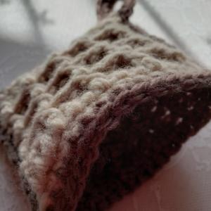 アクリルたわしはワッフル編みです